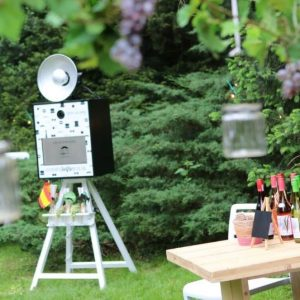 Doe het SelfieBox fotobooth compact huren