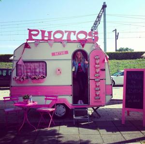 Roze caravan photobooth feest huren