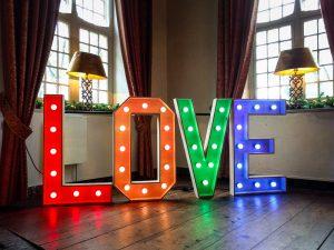 LOVE lichtletters huren verlichting bruiloft