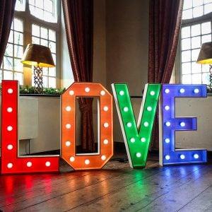 LOVE lichtletters huren LED verlichting dimbaar