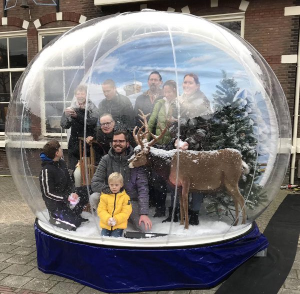 opblaasbare snowglobe photobooth huren eventmarketing