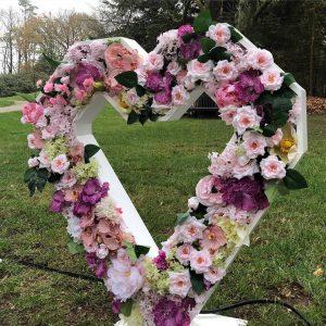 bruiloft romantisch bloemenhart huren