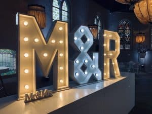 lichtletter-initialen-mr&mrs