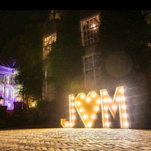 verlichte-letters-bruidspaar